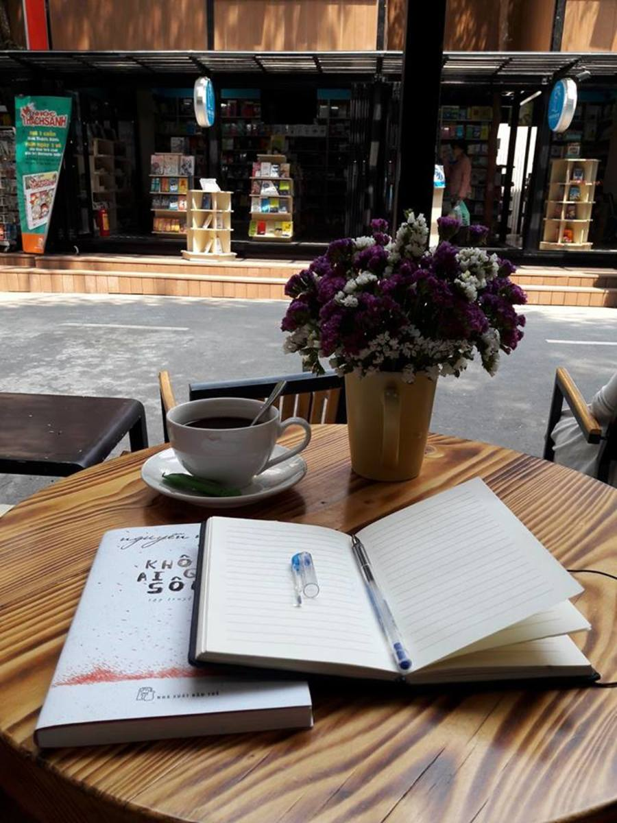 """Or read a book at a nice cafe on the """"book"""" street around the Notre Dame Cathedral"""