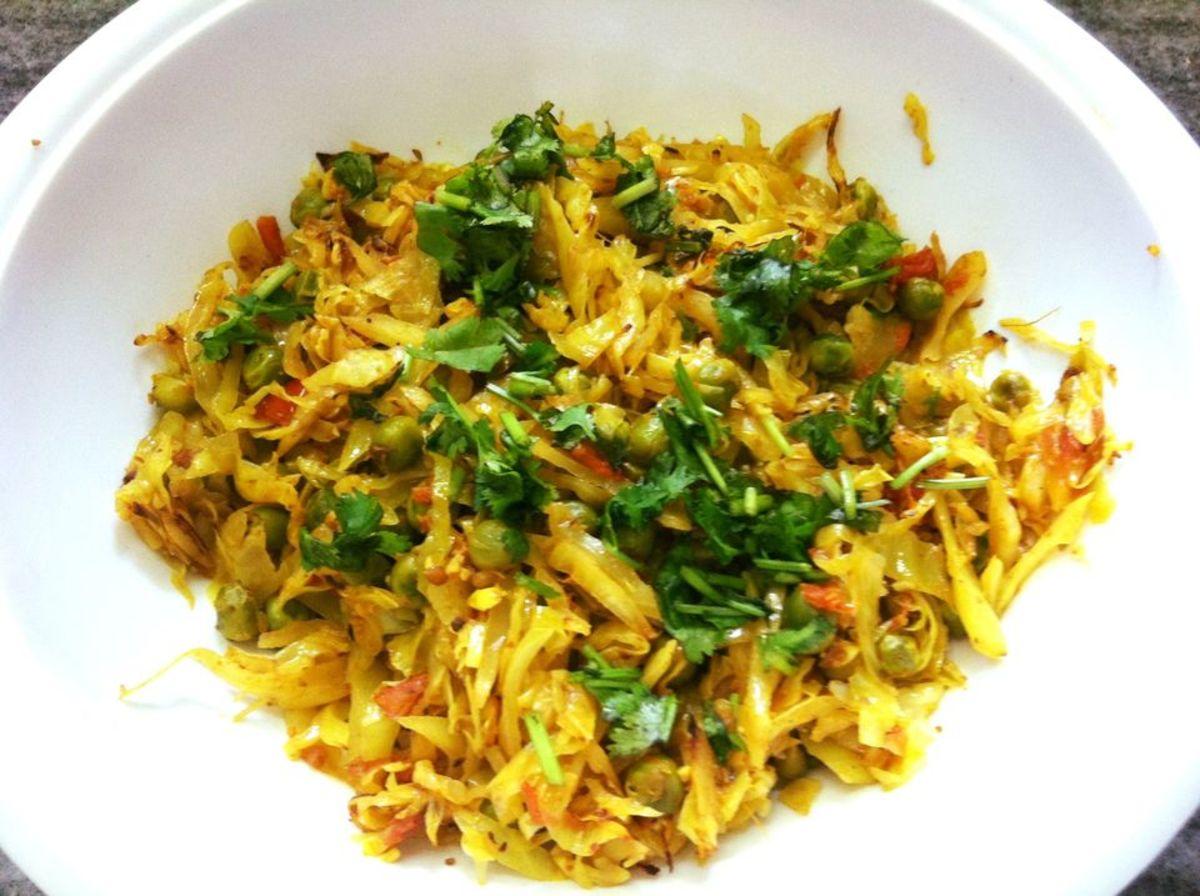 Patta Gobi Matar (Cabbage Green Pea Curry) Recipe