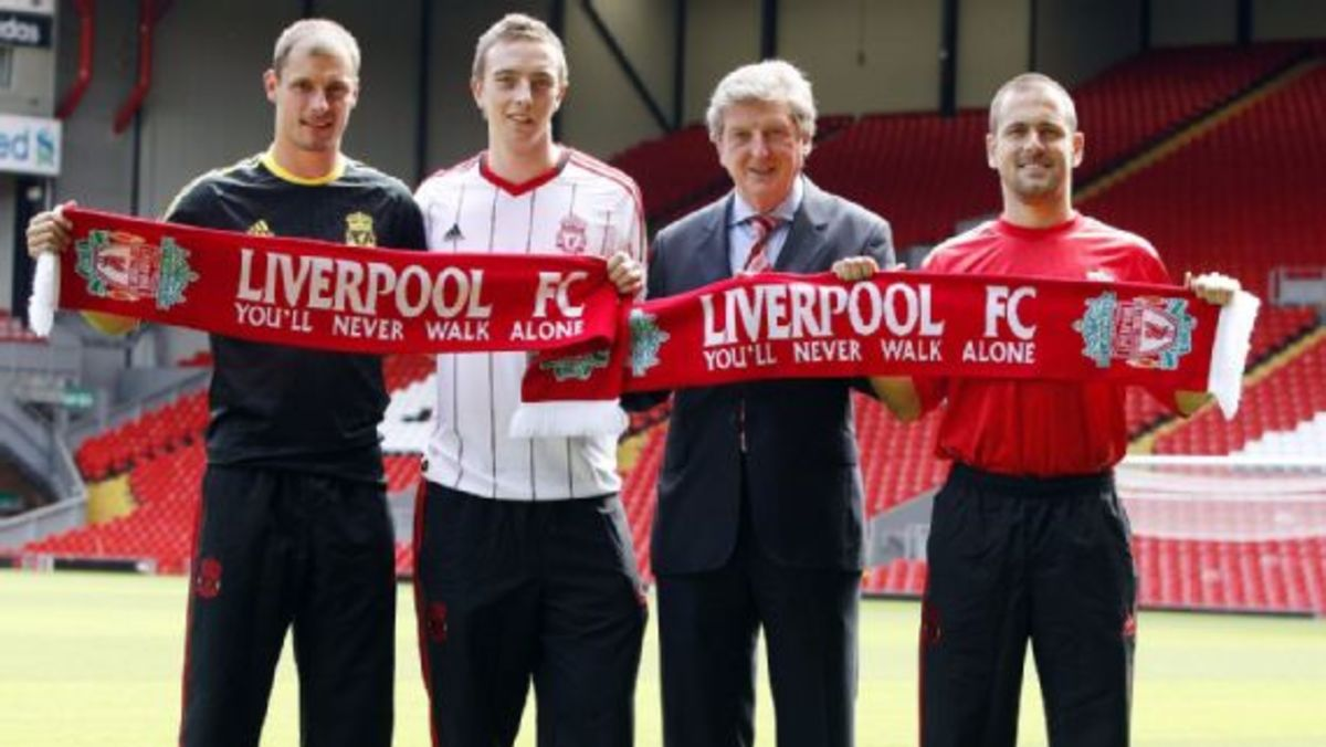 From left: Milan Jovanovic, Danny Wilson, and Joe Cole posing with Roy Hodgson (In suit).