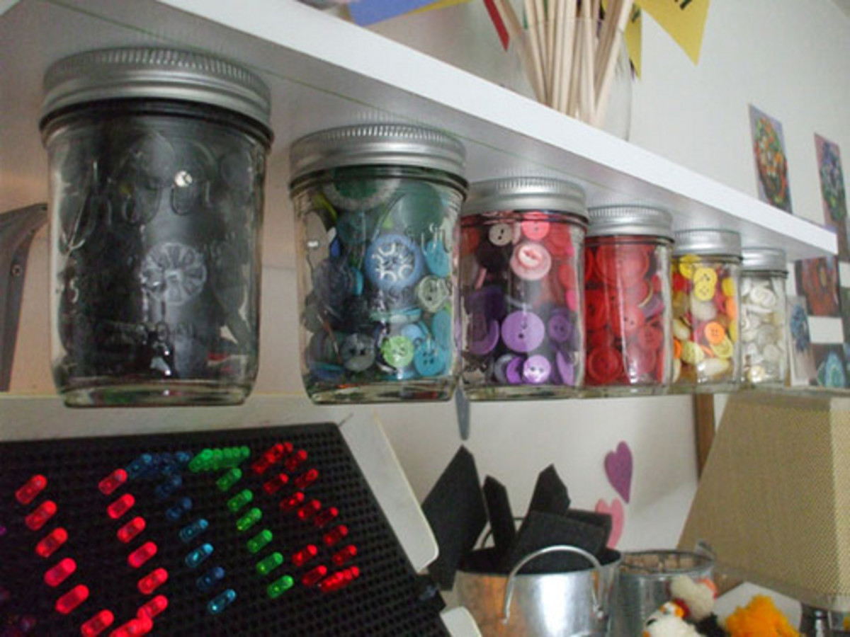You can't beat clear jars to store everything from buttons to zippers. No matter what craft you are into, clear jars are a good option.