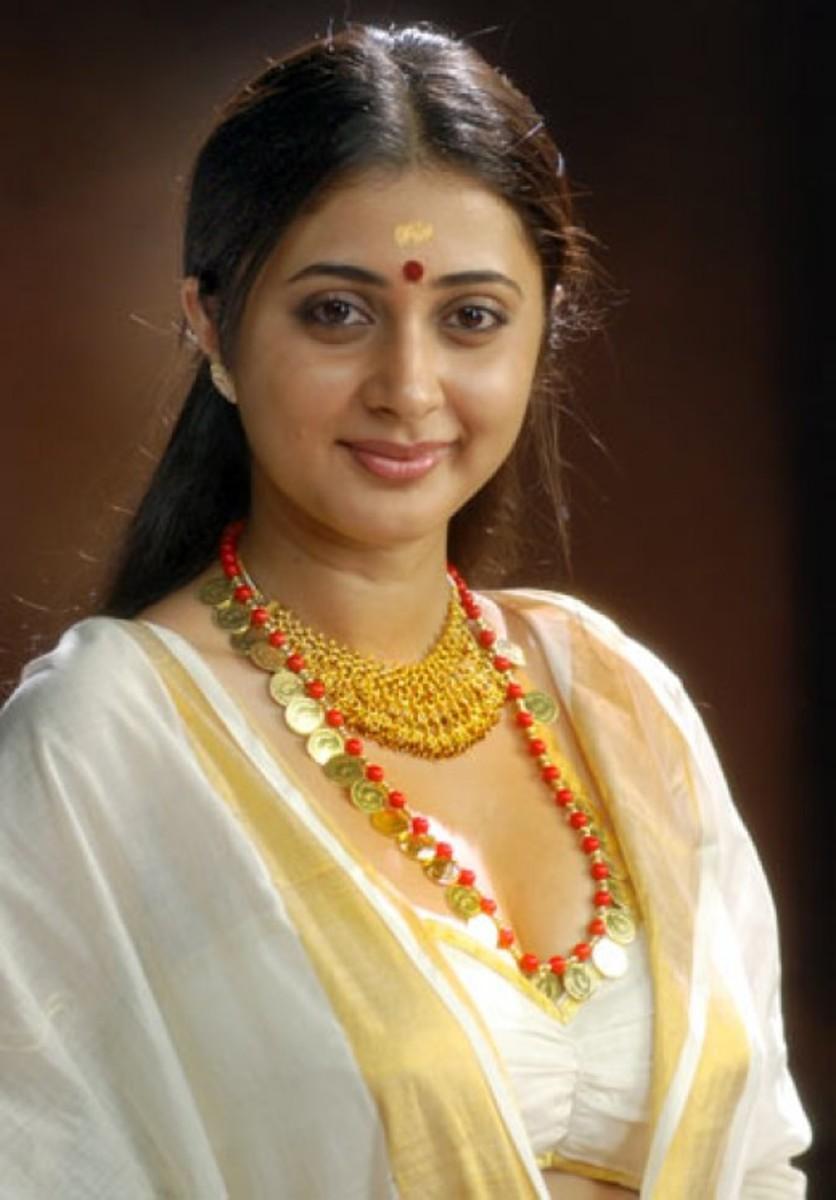 Kerala girls saree have