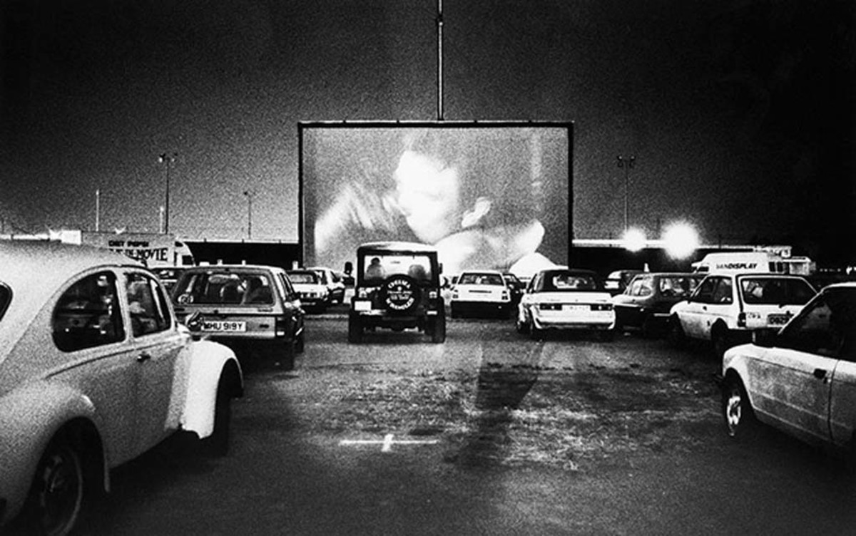 A typical scene at any Friday and saturday night when drive-in theaters were popular.