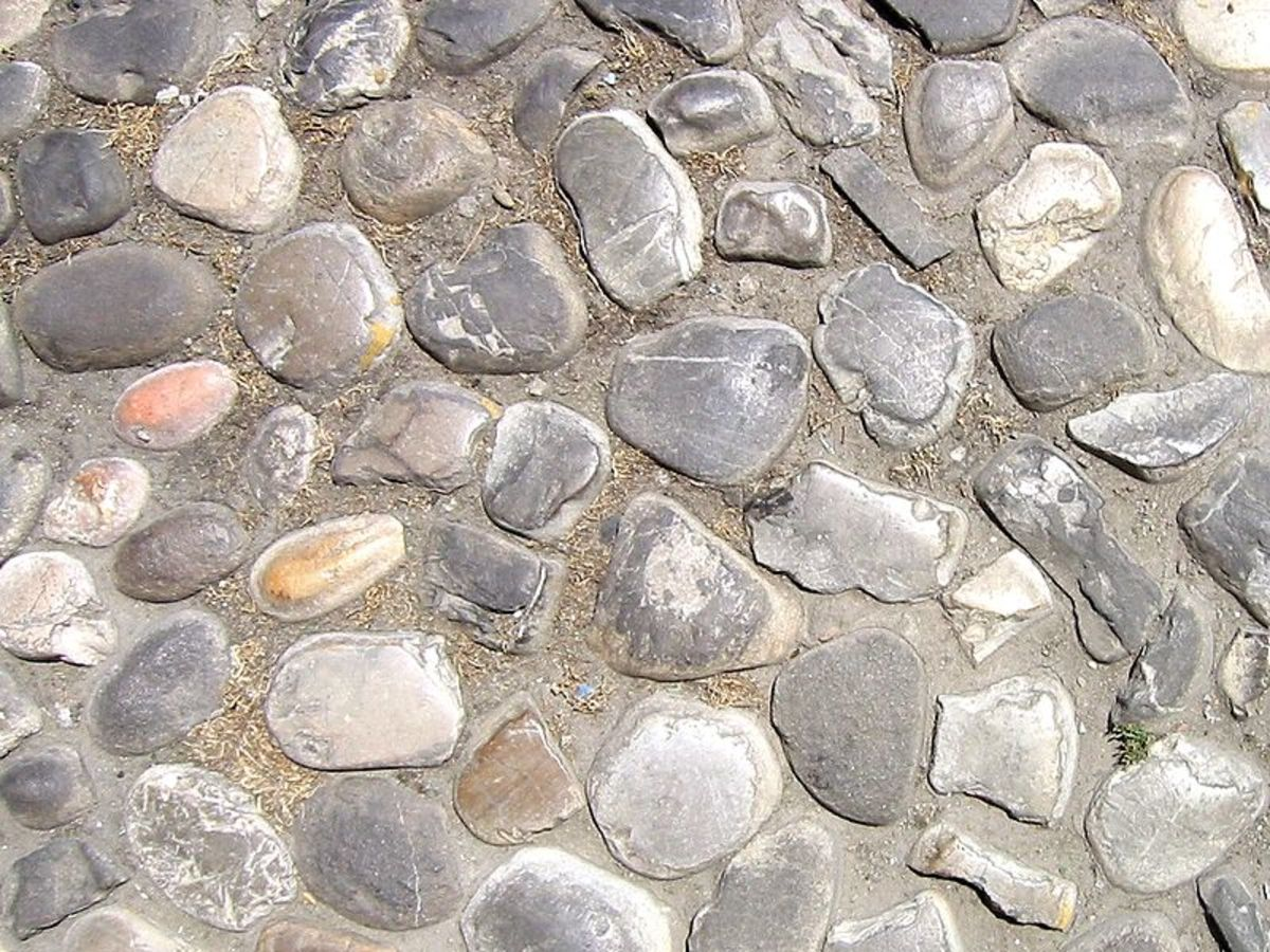 """Deriviation of cobble: the diminutive of the archaic English word """"cob"""", meaning """"rounded lump"""", originally referred to any small stone rounded by the flow of water"""