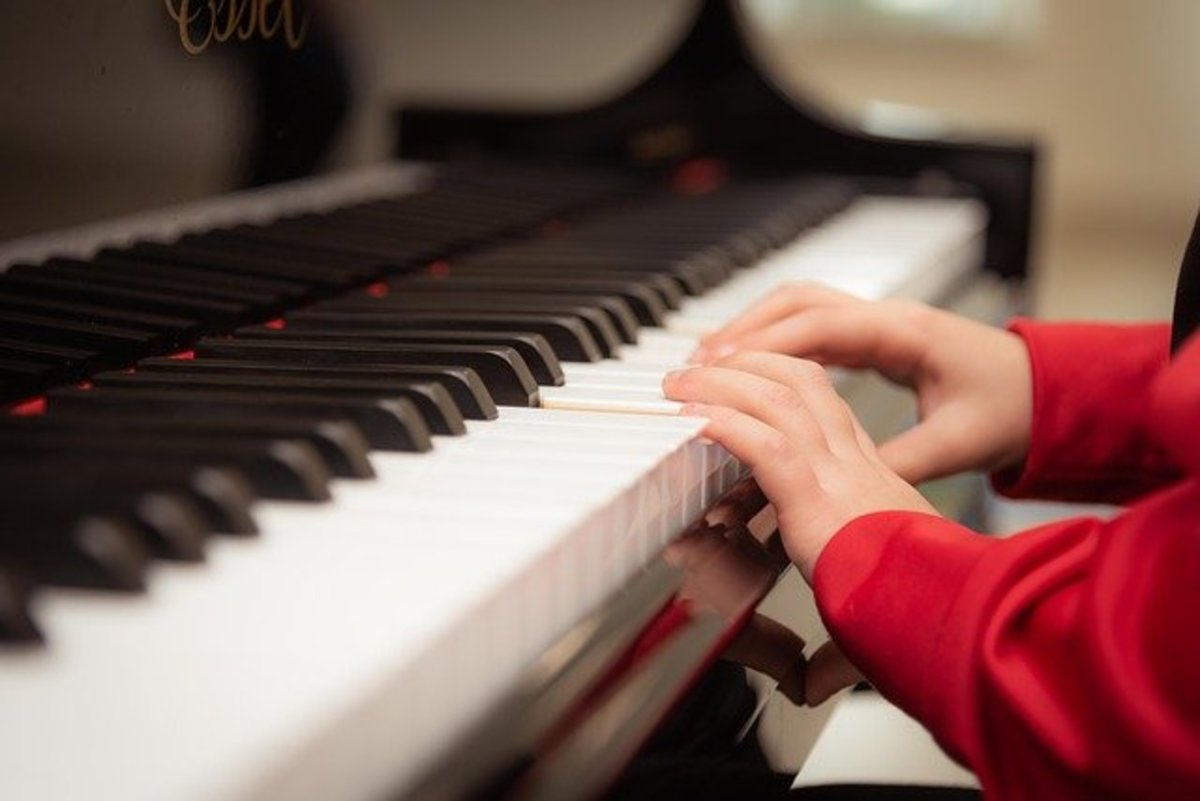 There are many ways to learn a musical instrument including self-teaching, online lessons, and in-home teachers