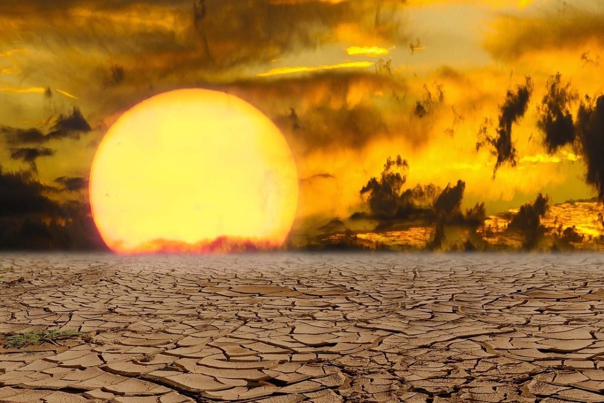 https://pixabay.com/photos/heat-summer-hotness-excursion-1494868/