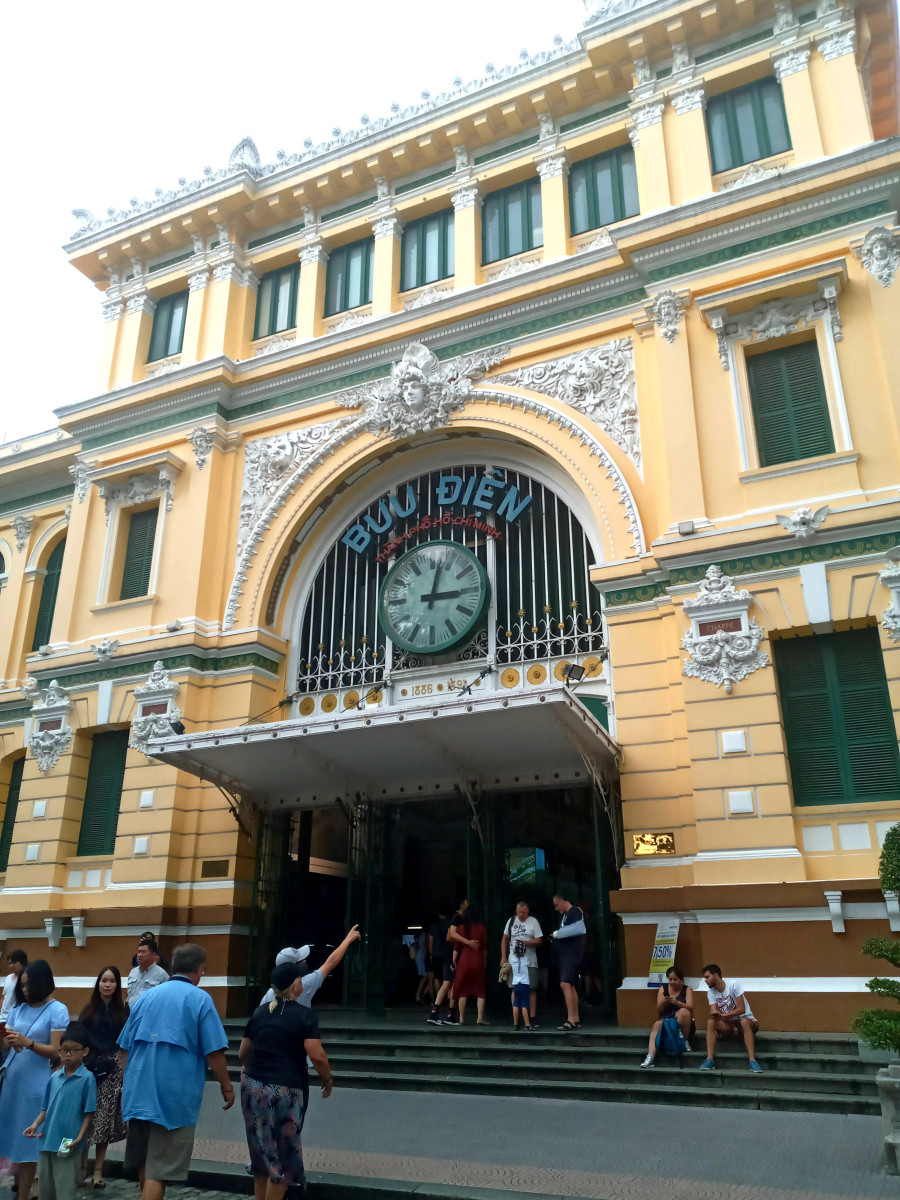 I visited Saigon Central Post Office with a girl I met in a hostel who sent a postcard to her Vietnamese aunt, to tell her she was in the city that she was born