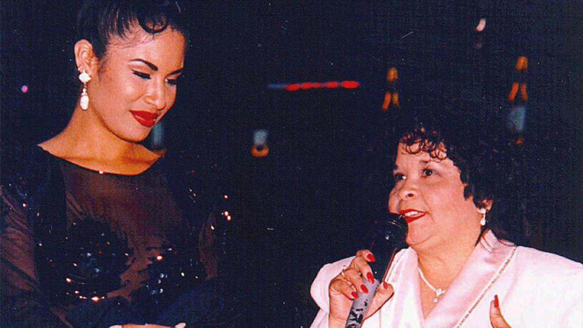 Selena and Yolanda Saldívar.