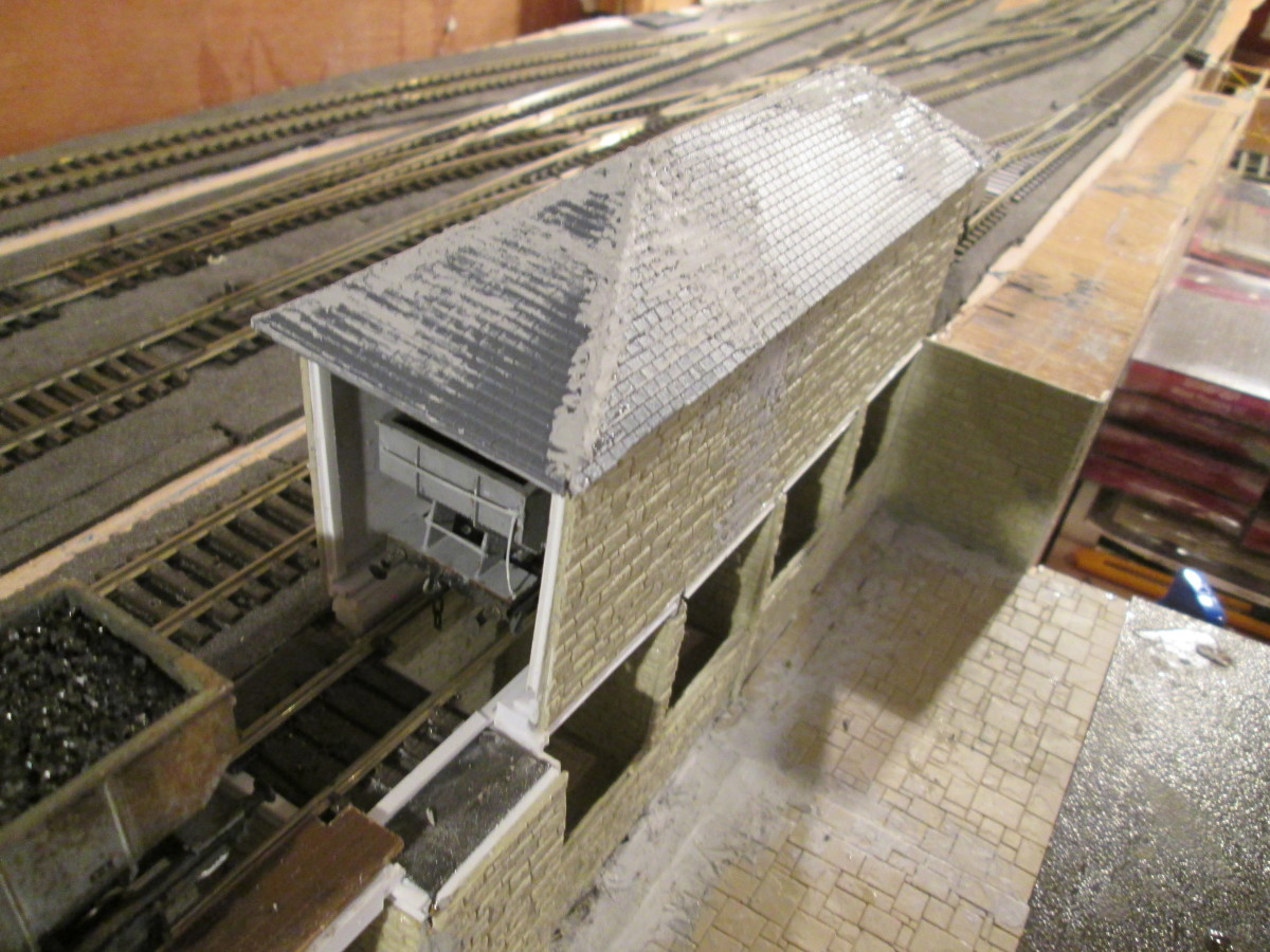 View of the lime shed to get you up-to-date. Ridge tiles, guttering and downpipes to add before painting. Wills' (Peco) Slate Roofing sheets were used for the roof and an amount of filler to disguise the gaps. Empty hopper in the lime she