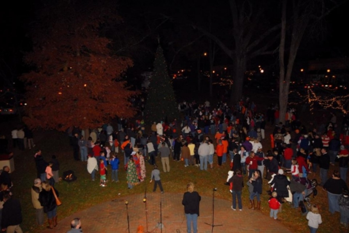 A great crowd at the 2012 Pendleton Christmas Tree Lighting