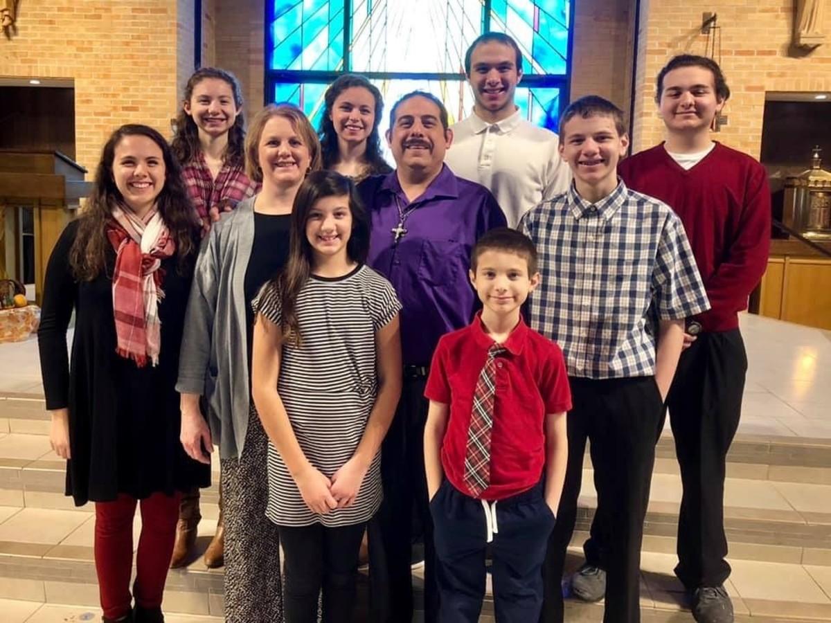 Ortega Family: 4 boys and 4 girls