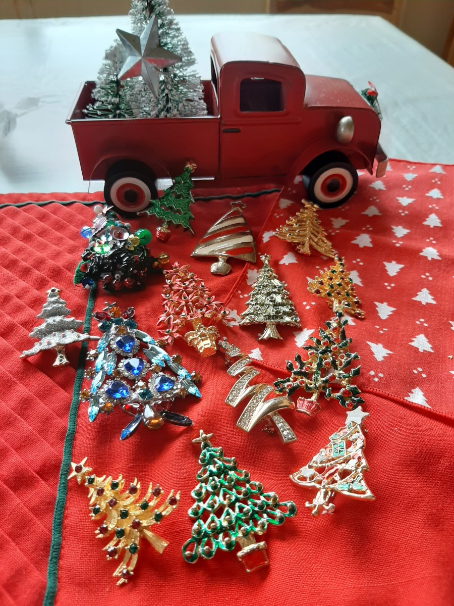 The most widely collected piece of Christmas jewelry is the Christmas tree pin.