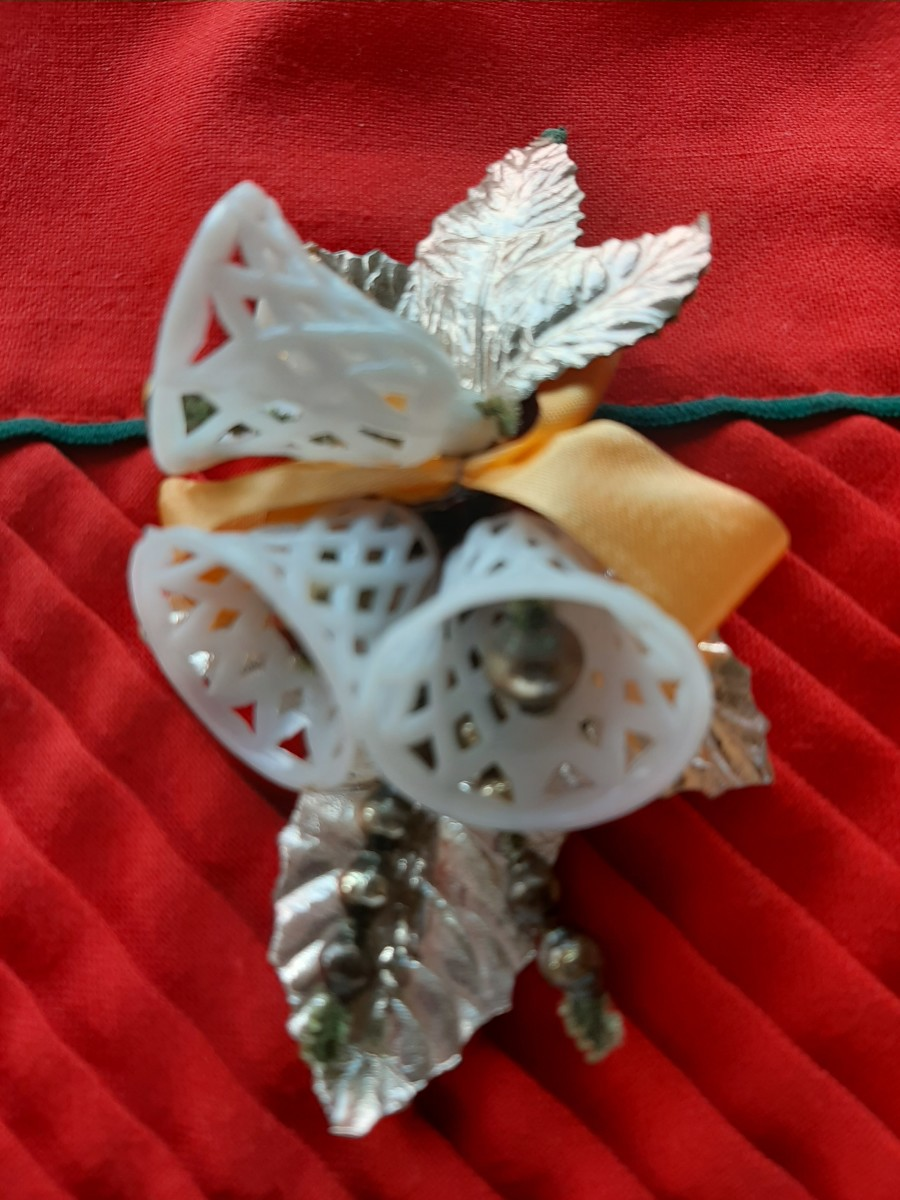 Christmas corsages were the first popular type of Christmas accessory.