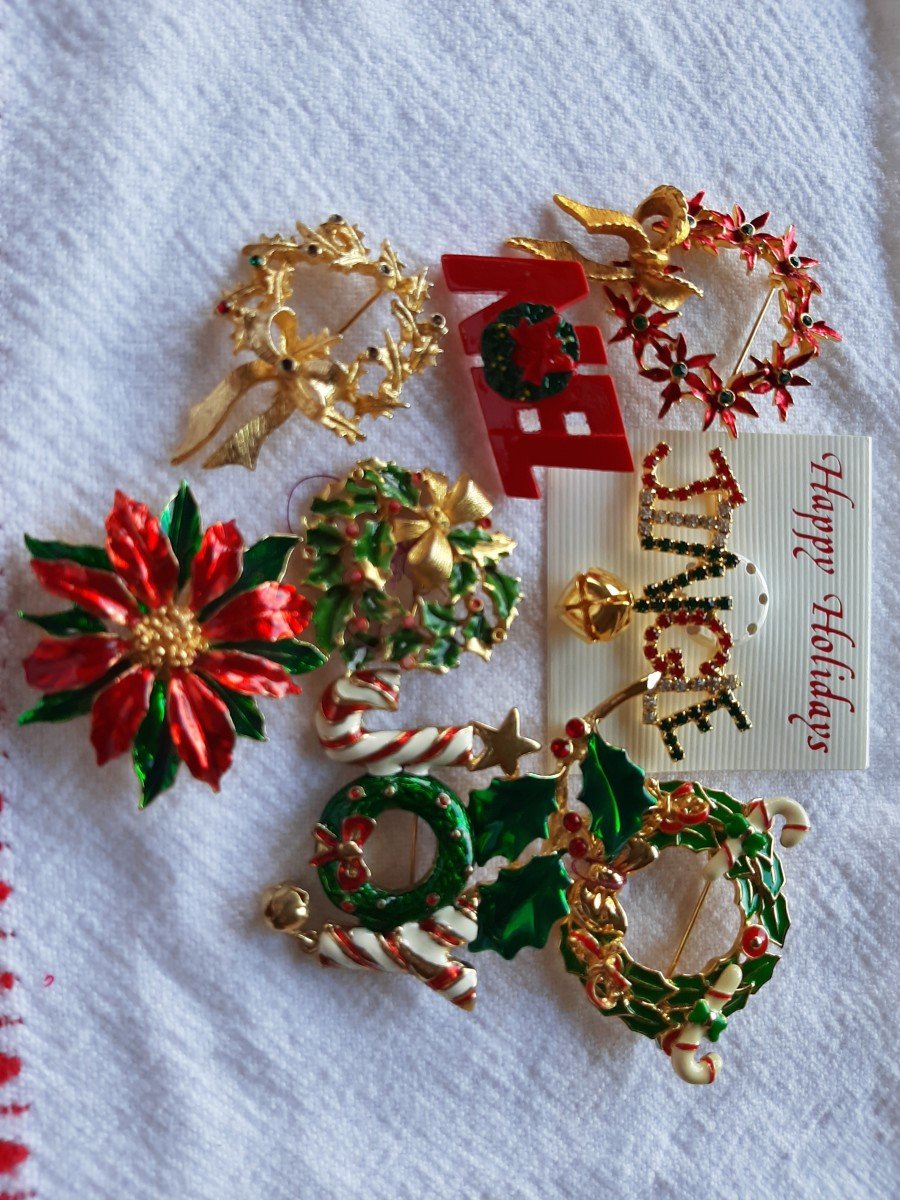 Wreaths are a common theme in vintage Christmas pins.