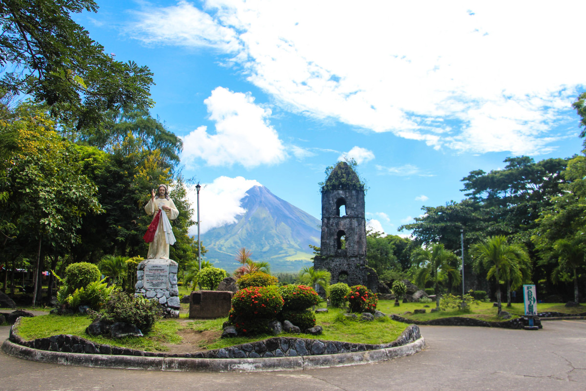 Touring the Historical Cagsawa Ruins in Legazpi City, Albay