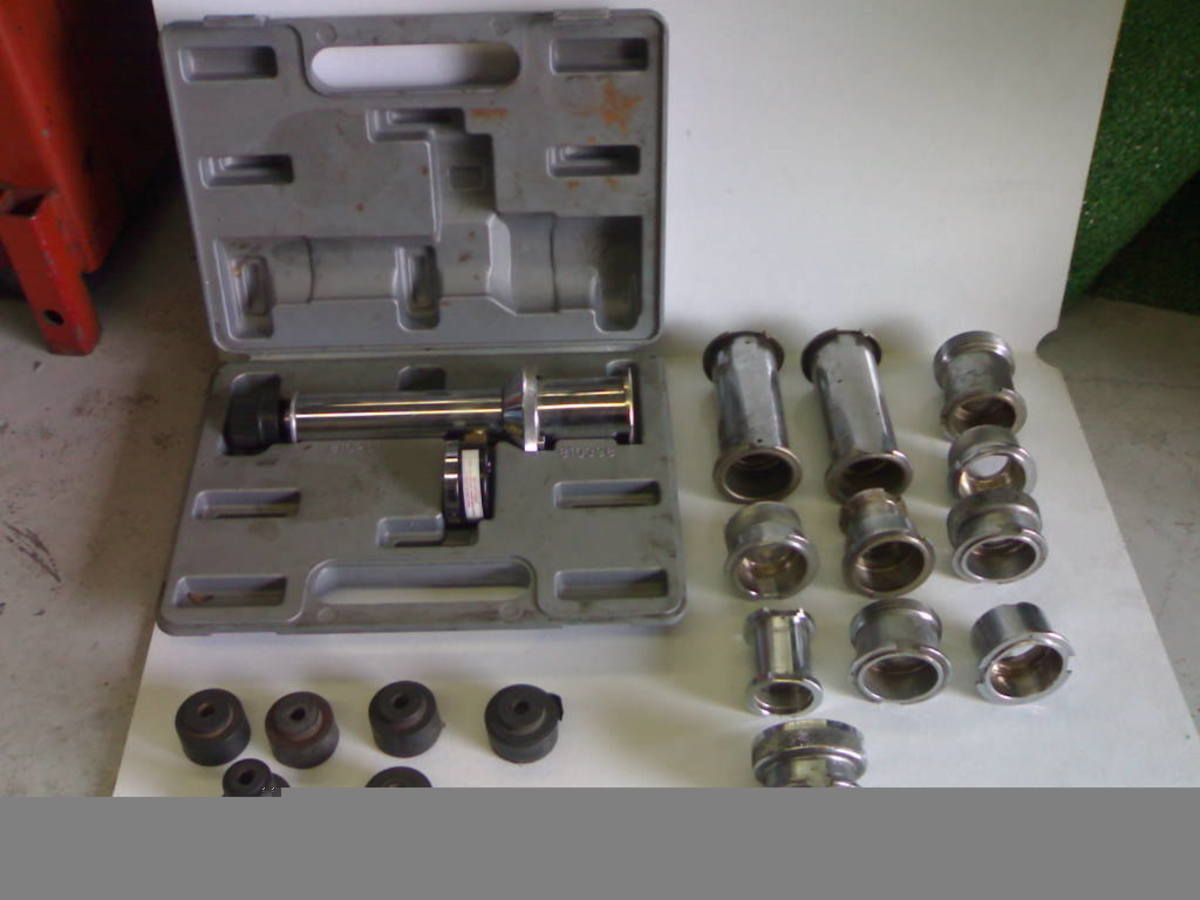 Note this kit has a complete set of adapters to suit different radiators.