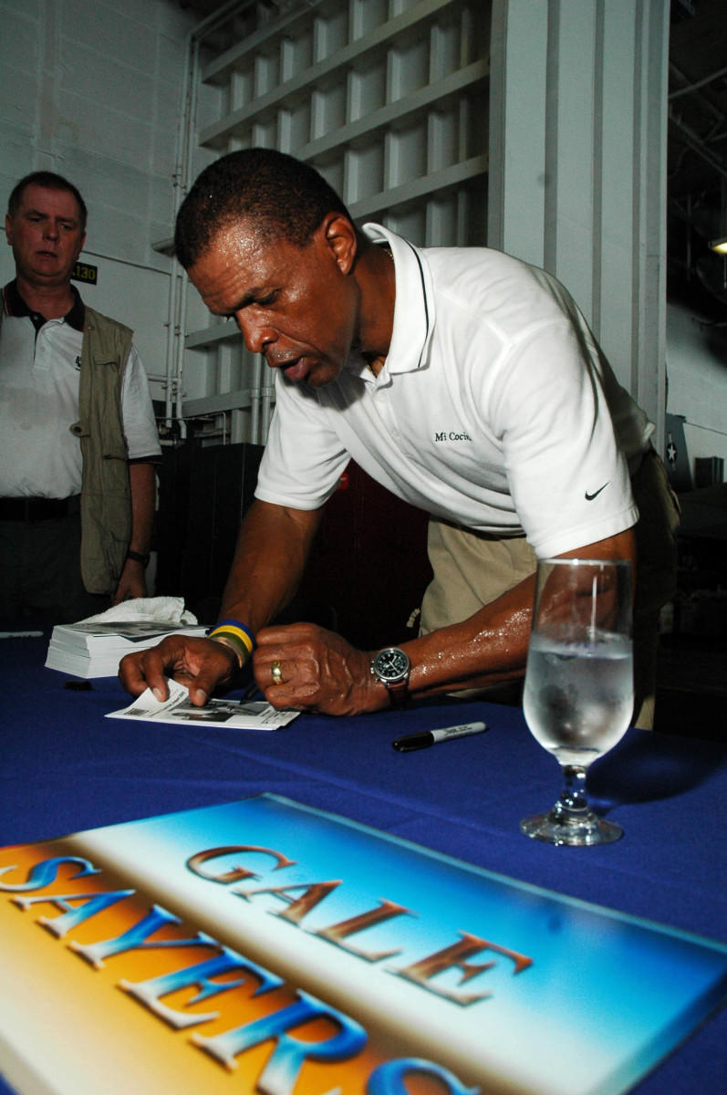 Gale Sayers remained a popular figure in retirement, even though the Bears didn't have much success during his productive career.