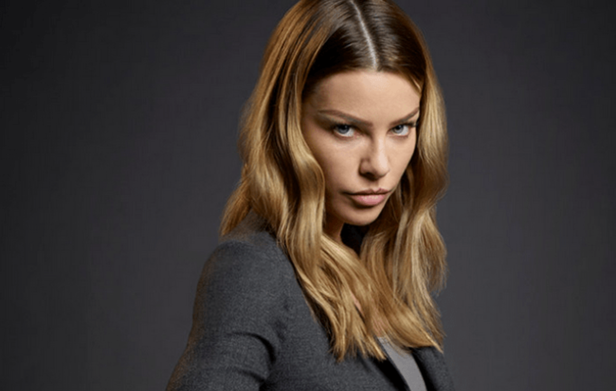 Lauren German as Chloe in Lucifer