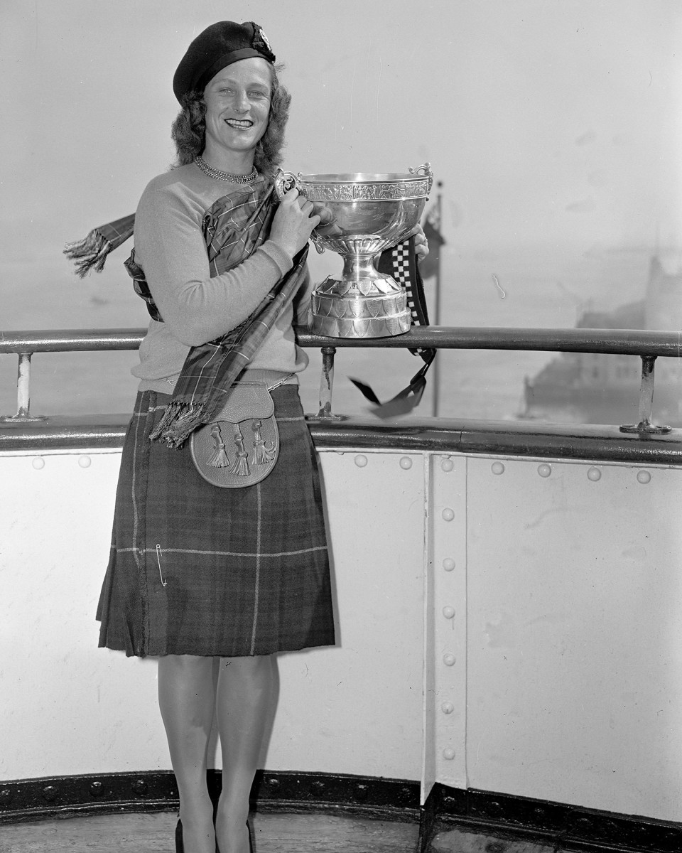 Babe Didrikson with trophy she won at the British Ladies Amateur tournament