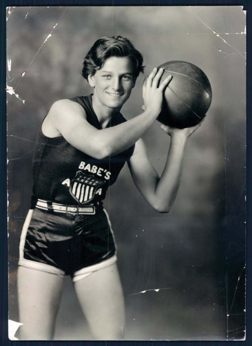 Babe Didrikson playing basketball