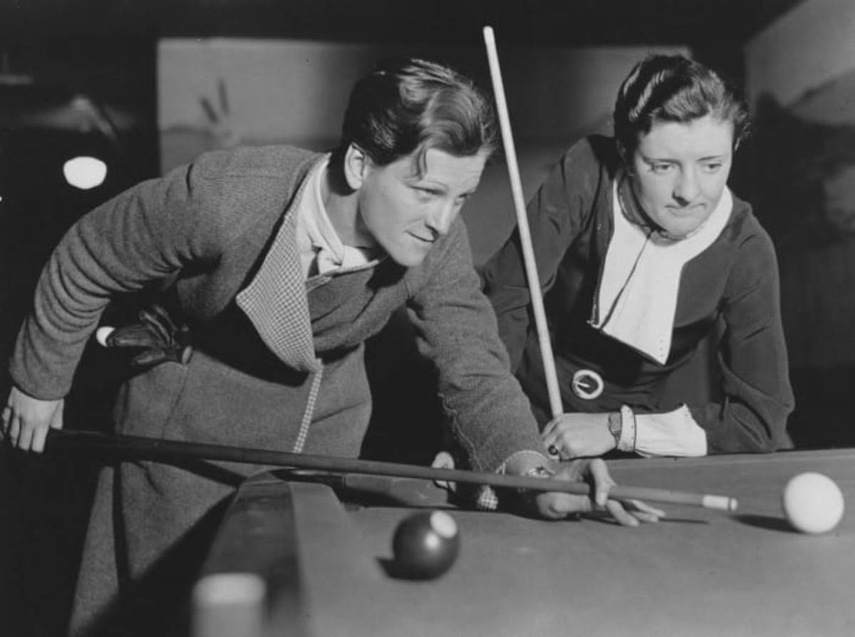Babe Didrikson playing pool tournament