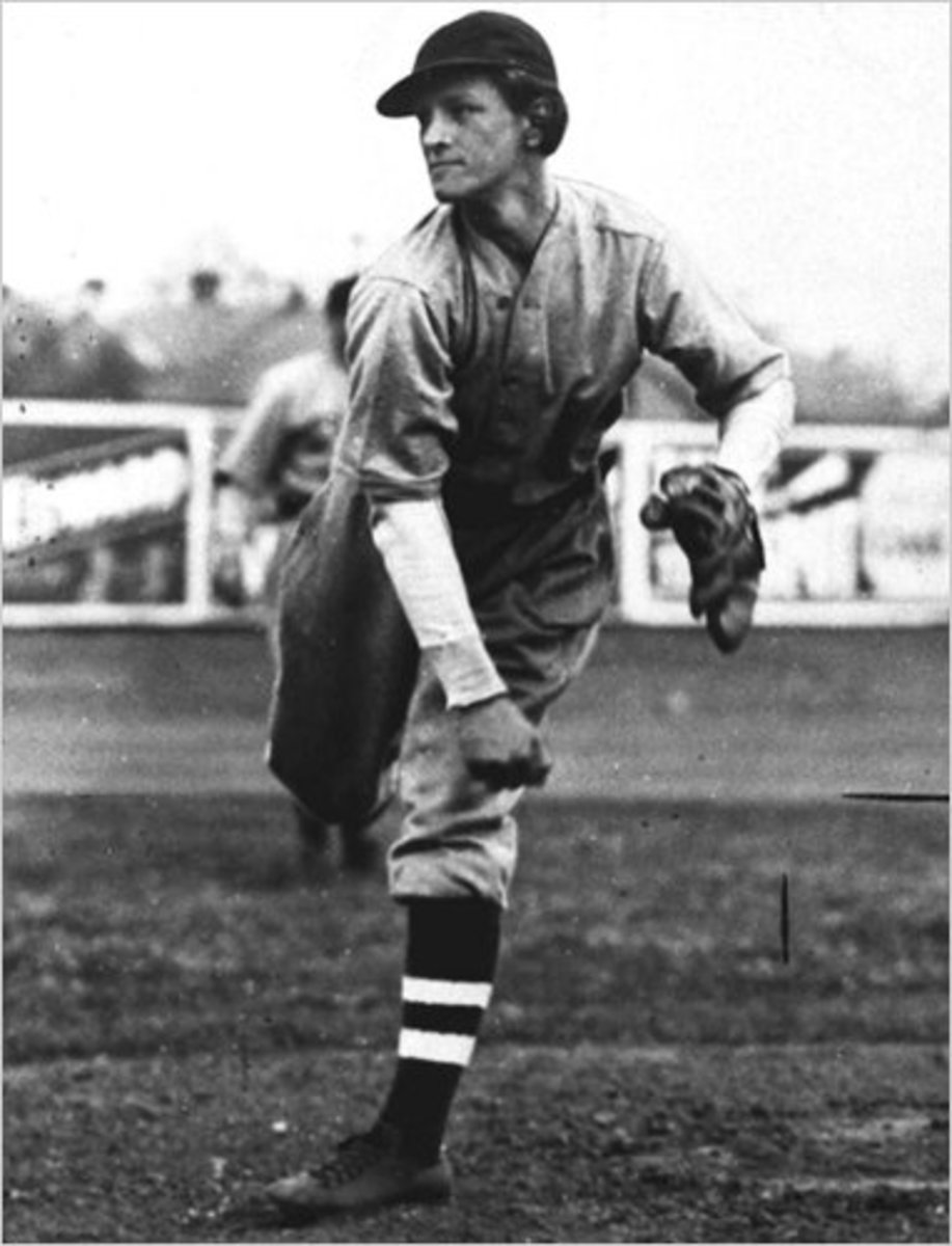 Babe Didrikson playing professional baseball