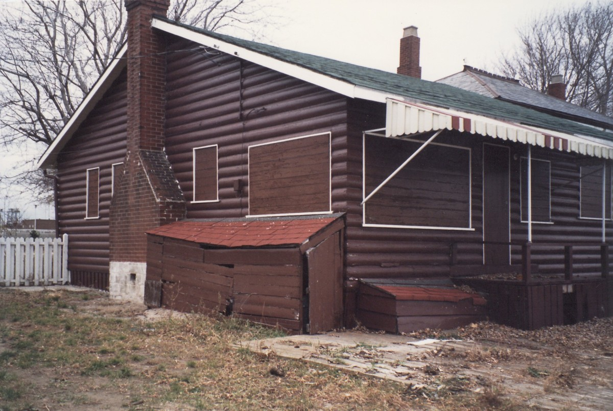 1092 Lakeshore Rd. This cottage was demolished in 1989.