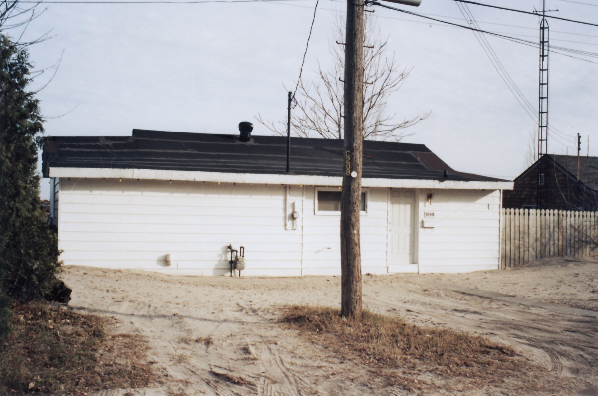 1040 Lakeshore Rd. This cottage was demolished in 1994.