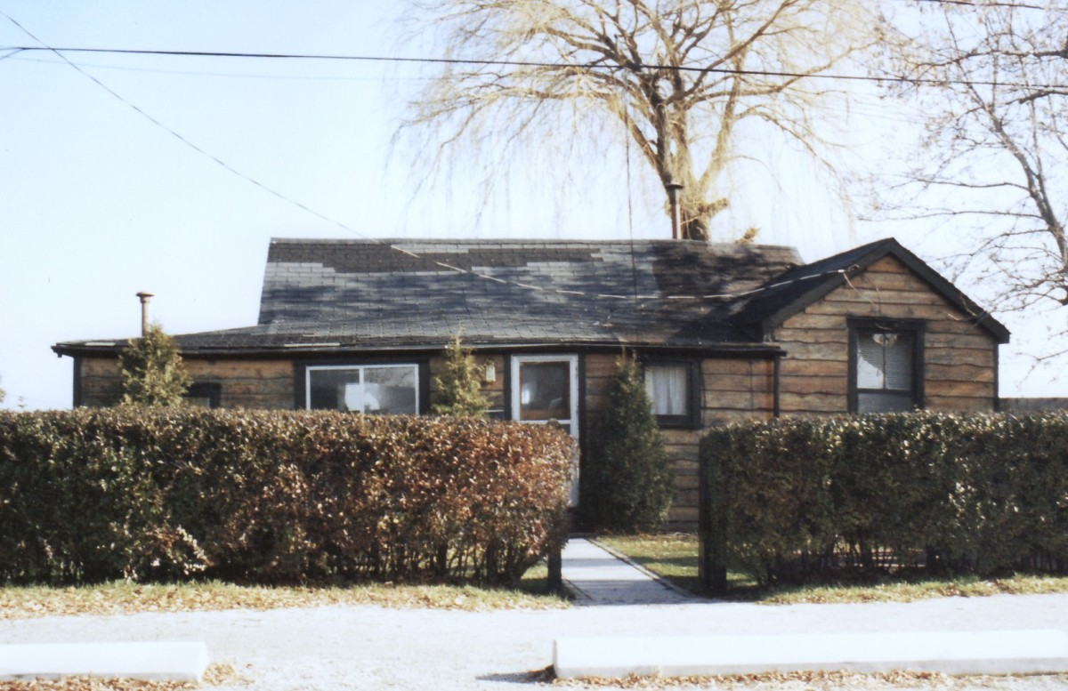 1196 Lakeshore Rd. This cottage was demolished in 1994.