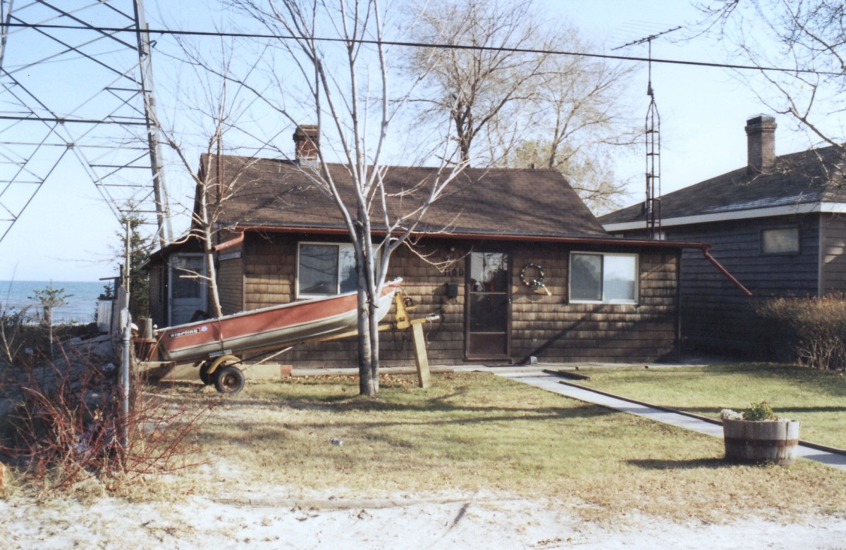 1100 Lakeshore Rd. This cottage was demolished in 1994.