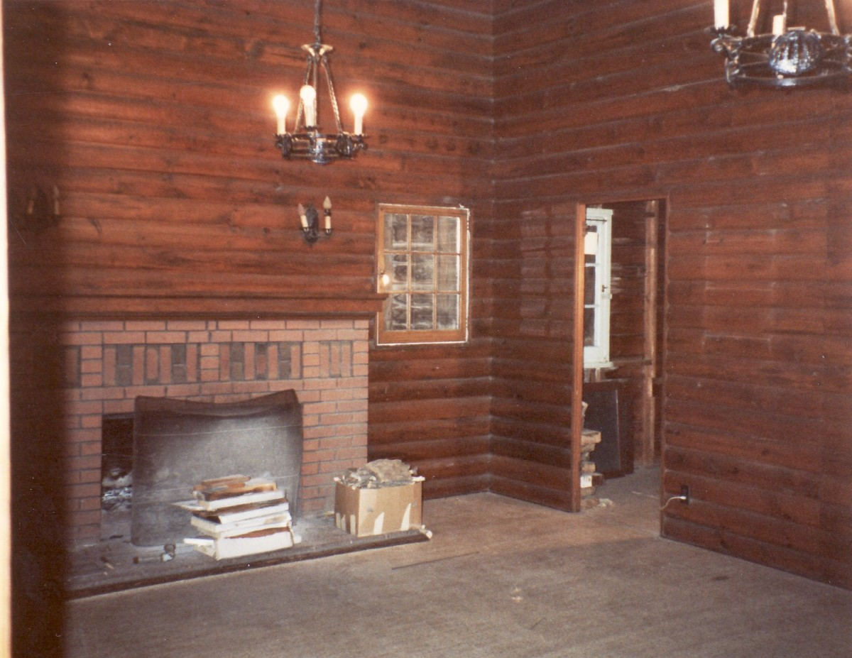 1092 Lakeshore Rd. showing the living room inside the cottage in 1988.