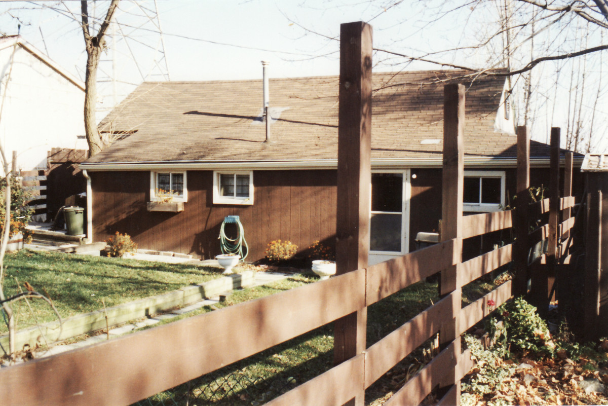 994 Lakeshore Rd. This cottage was demolished in 1994.