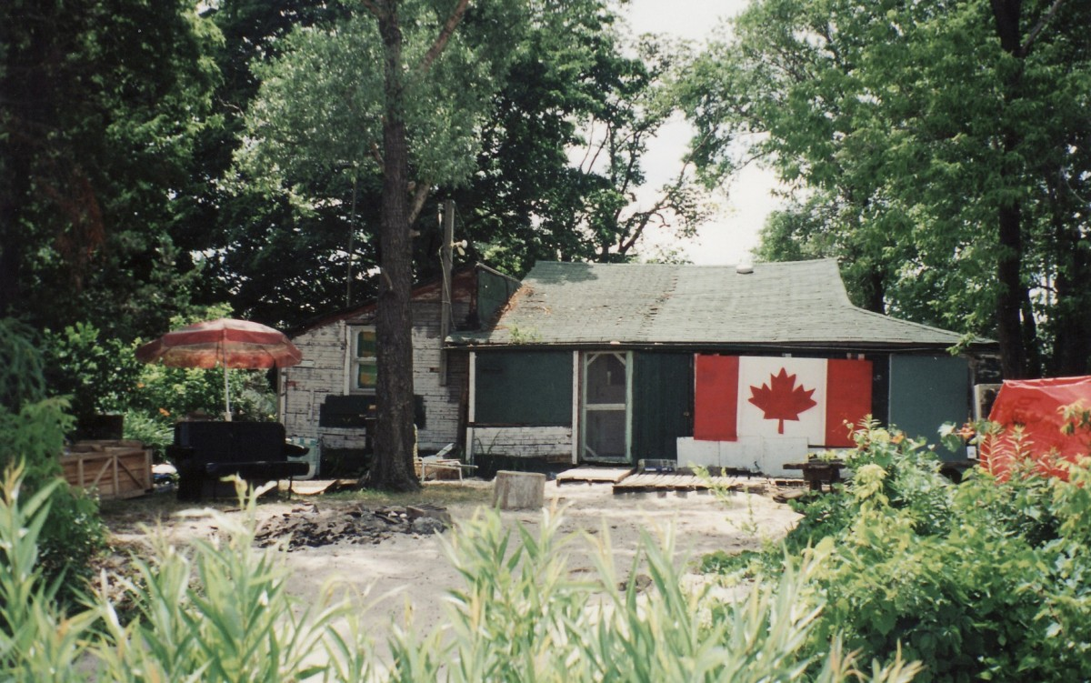 1078 Lakeshore Rd. This cottage was demolished in 1999.