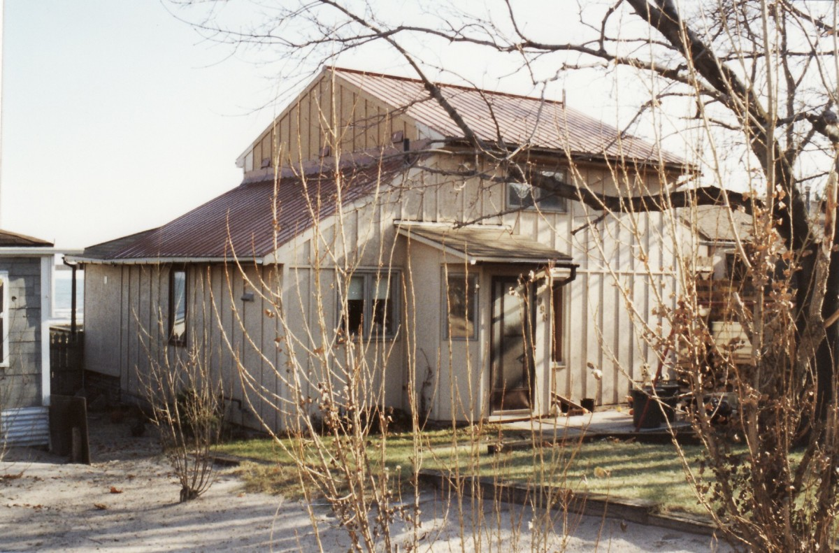 998 Lakeshore Rd. This cottage was demolished in 1995. It was located behind the Terry cottages along the beach.