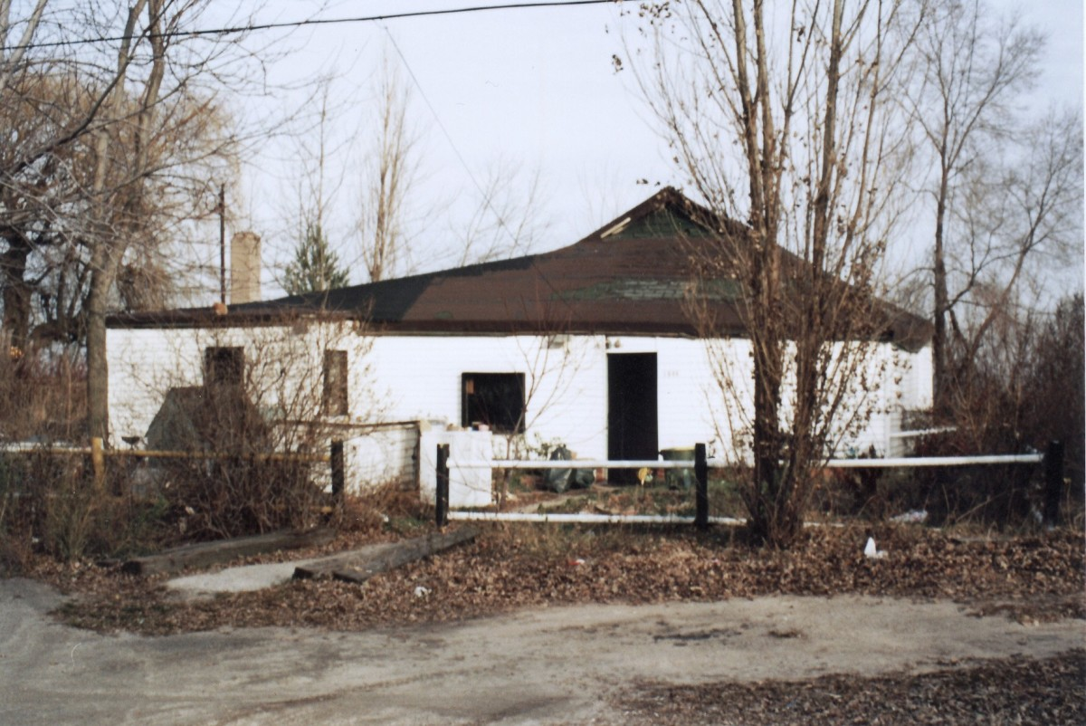 1044 Lakeshore Rd. This cottage was demolished in 1994.