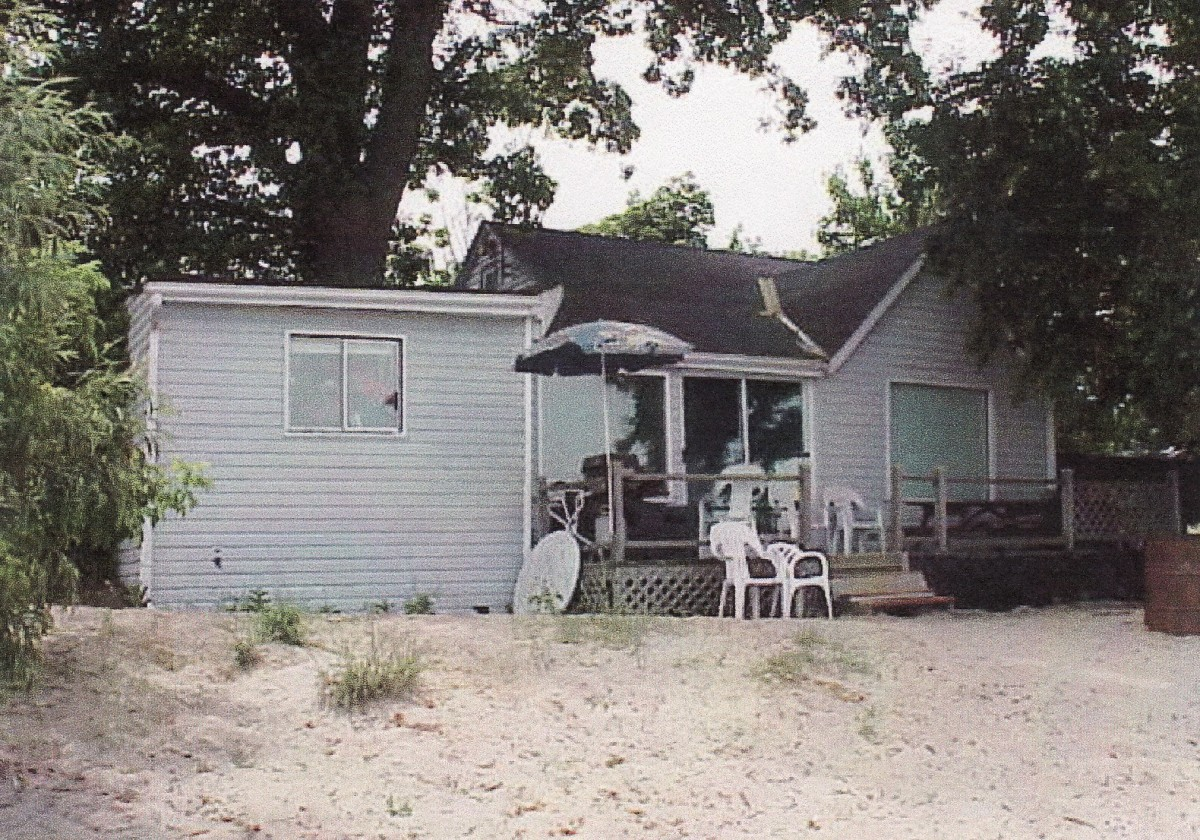 1120 Lakeshore Rd., rear of the cottage. This cottage was demolished in 1999.