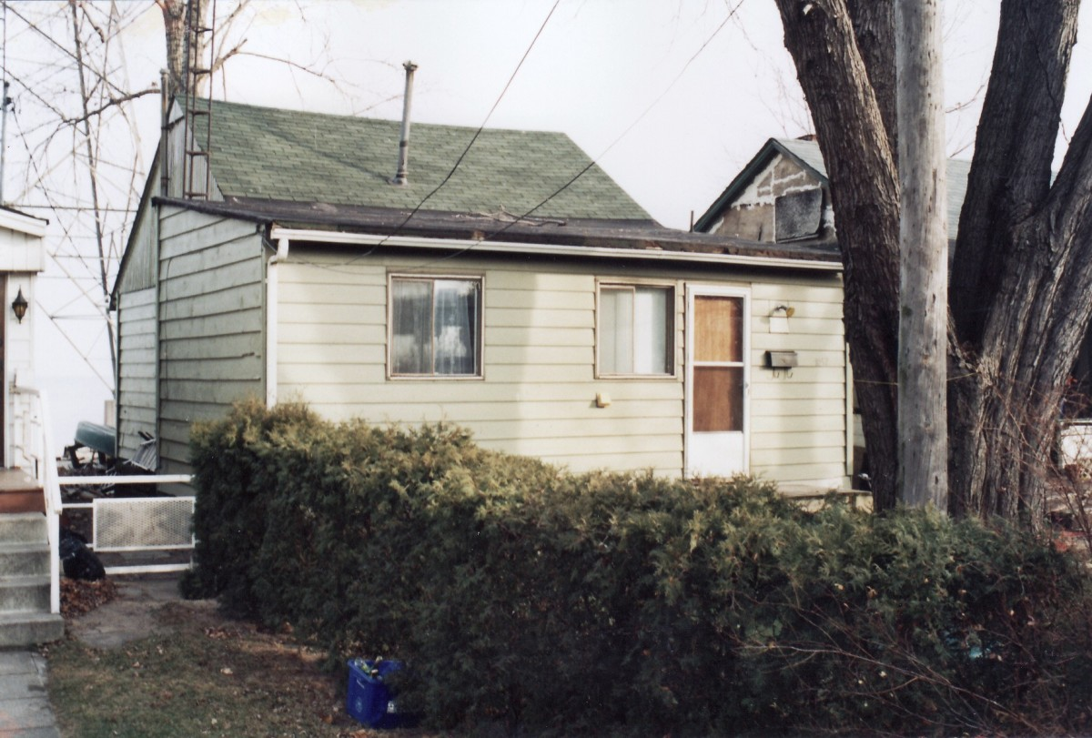 1058 Lakeshore Rd. This cottage was demolished in 1994.