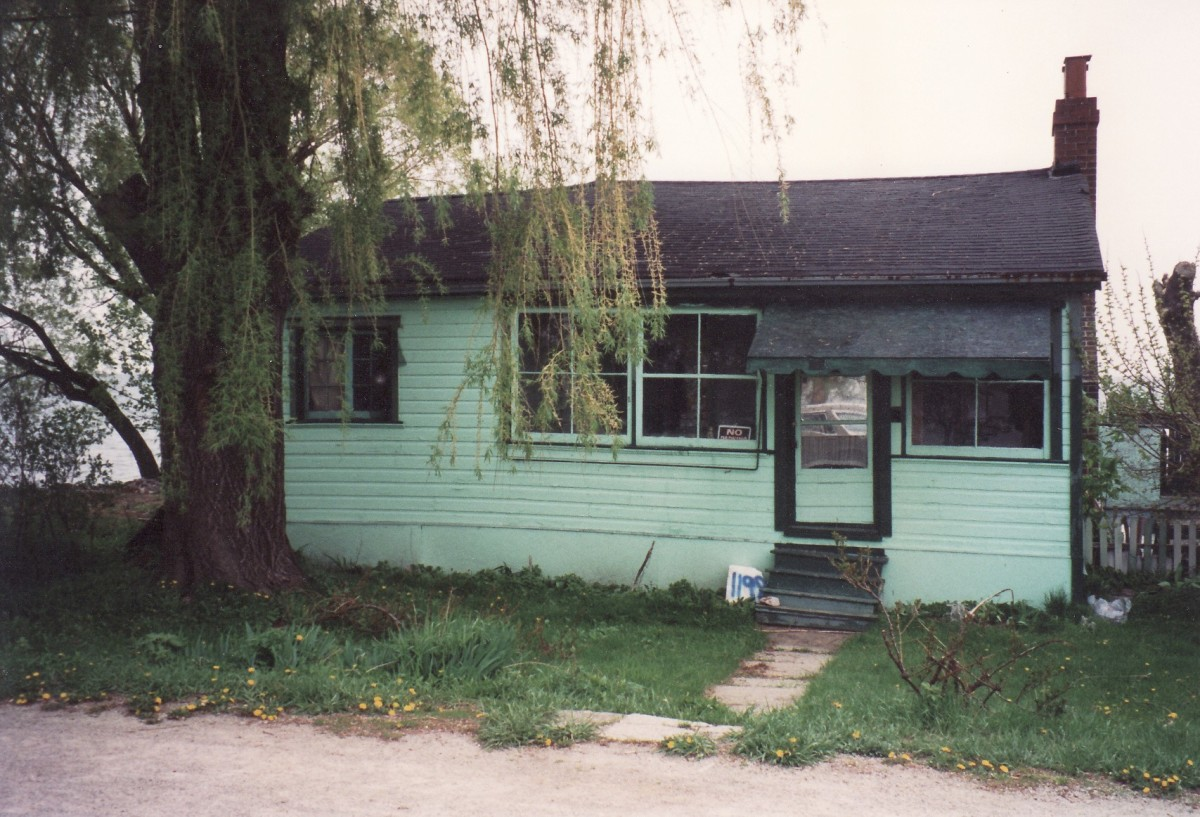 1198 Lakeshore Rd. This cottage was demolished in 1993.