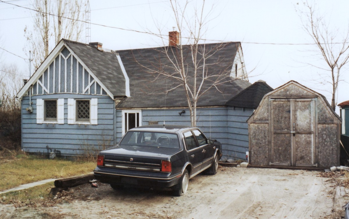 1022 Lakeshore Rd. This cottage was demolished in 1994. It was located behind the Terry cottages along the beach.