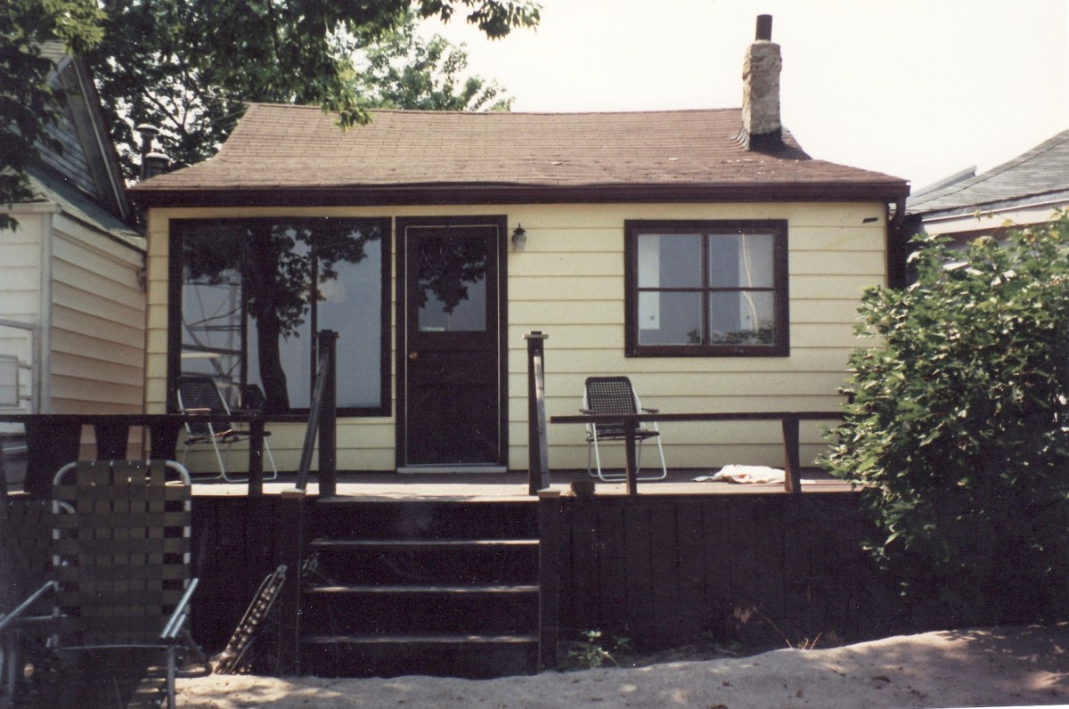 1062 Lakeshore Rd. This cottage was demolished in 1988.