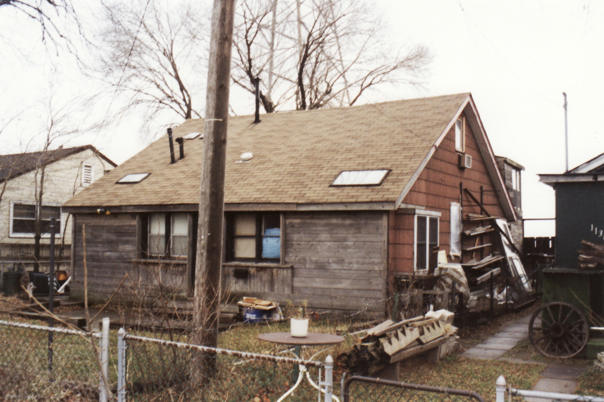 1138 Lakeshore Rd. This cottage was demolished in 1994.