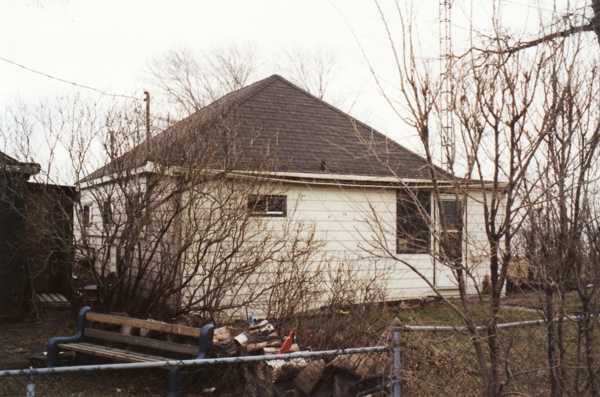 1134 Lakeshore Rd. This cottage was demolished in 1994.
