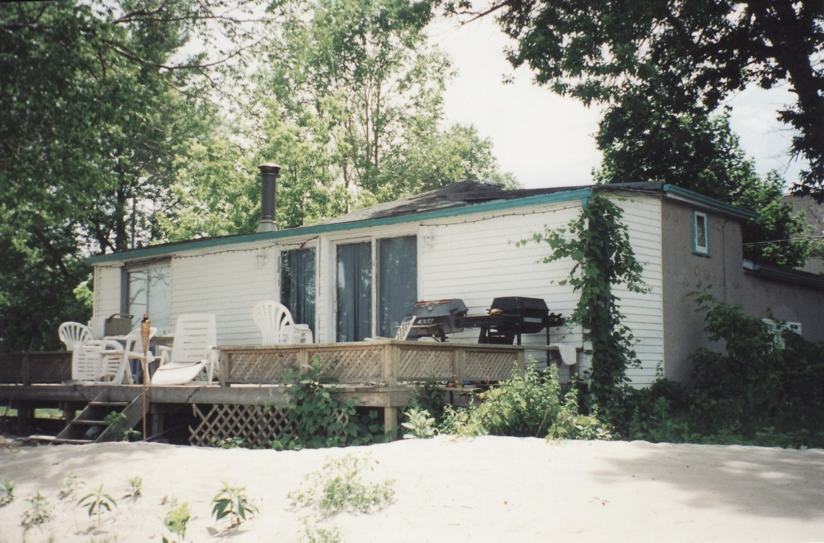 1066 Lakeshore Rd. This cottage was demolished in 2003.