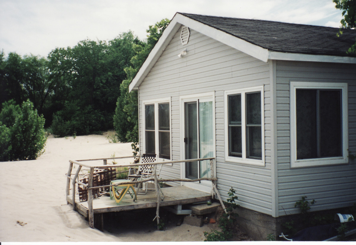 1010 Lakeshore Rd. This cottage was demolished in 2003. It was located behind the Terry cottages along the beach.