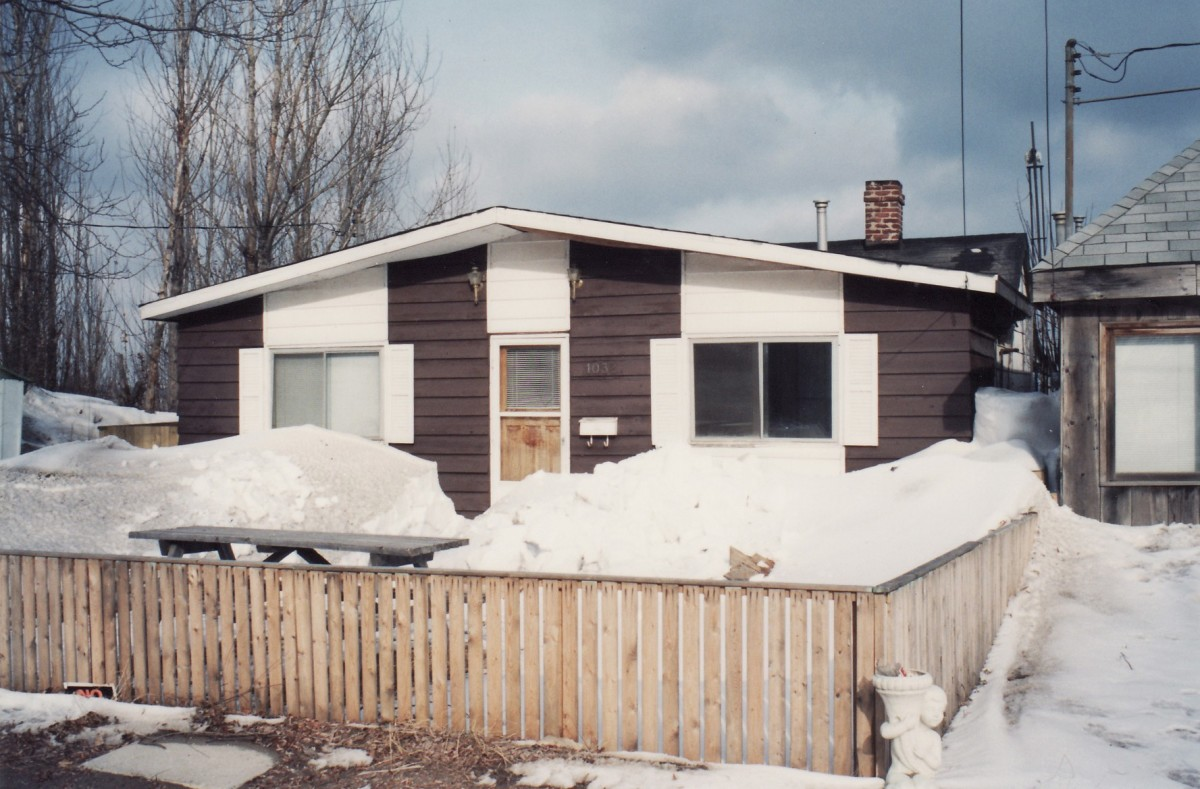 1032 Lakeshore Rd. This cottage was demolished in 1994.