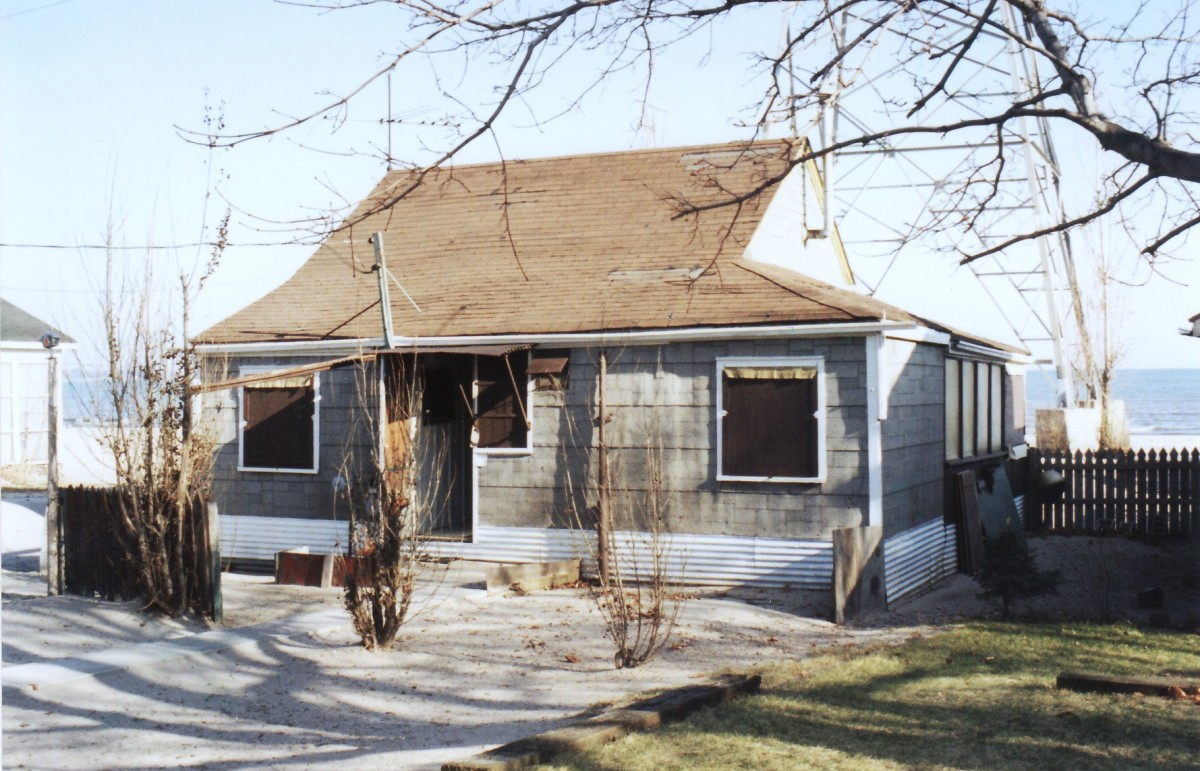 1002 Lakeshore Rd. This cottage was demolished in 1995. It was located behind the Terry cottages along the beach.