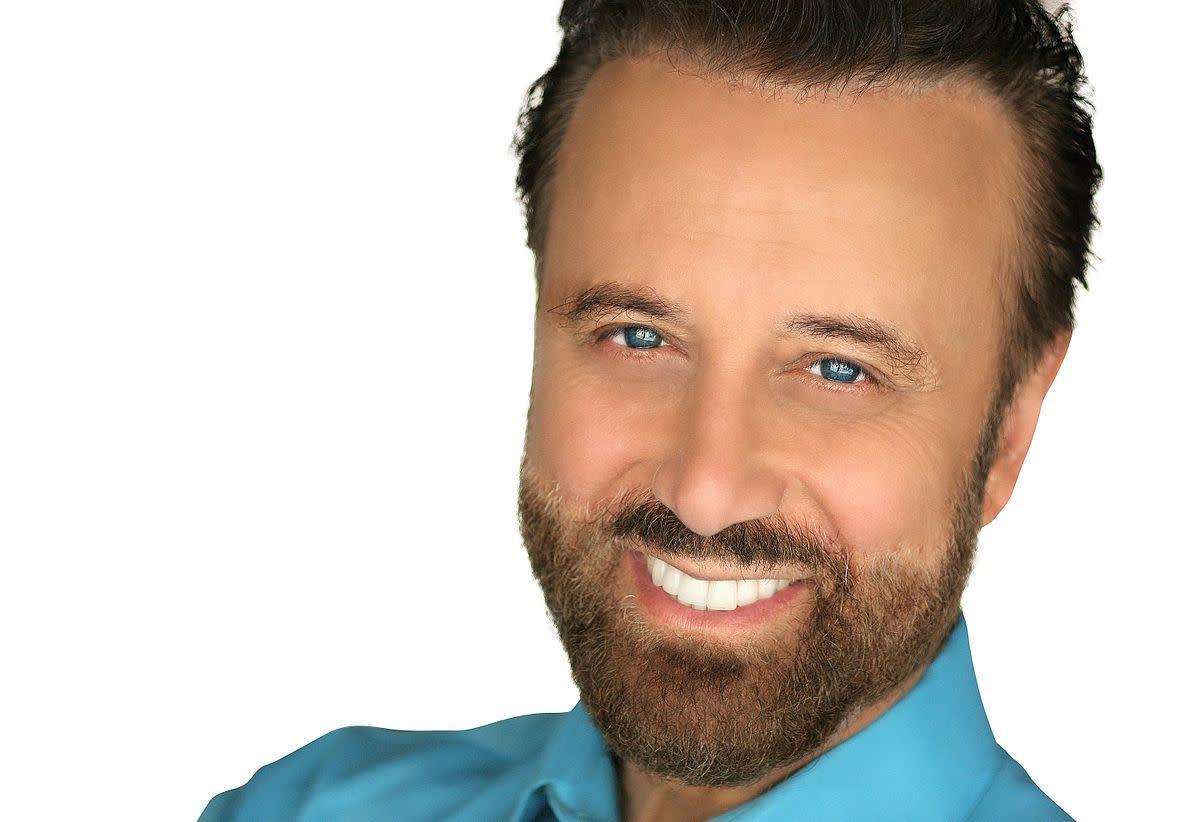 Headshot of comedian Yakov Smirnoff