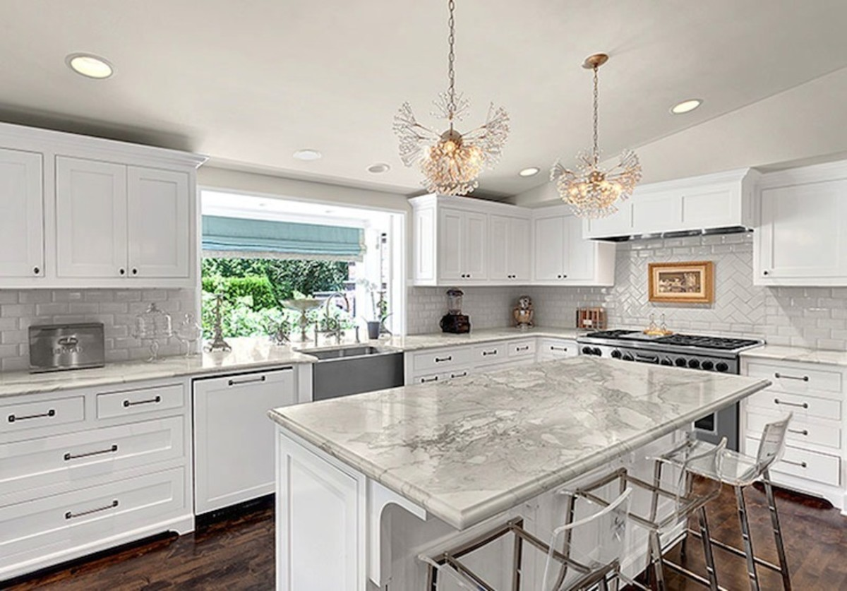 This is beautiful marble kitchen countertops.