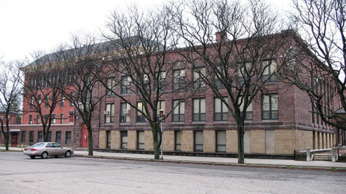 Arts IMPACT Middle School applies the concept of Mulitple Intelligences. Everett Middle School was built in 1898 as the original North High School until 1925.
