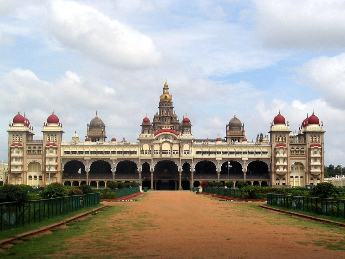 MYSORE PALACE FRONT VIEW.