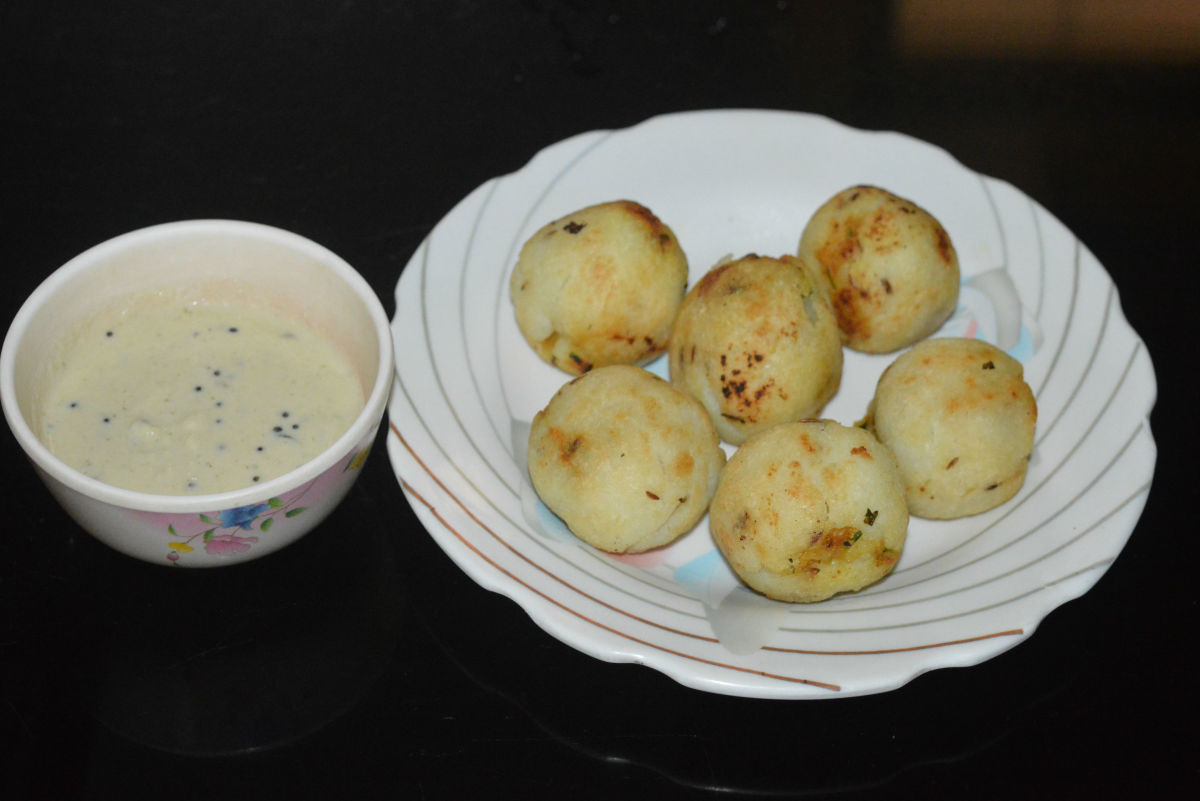 Similarly, roast all the stuffed rice balls. Serve them with coconut chutney or tomato sauce. These savory stuffed rice balls are delightful to eat but they fill the stomach fast. Enjoy the taste!